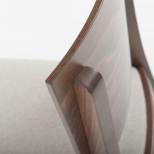Holzstuhl Kantine Luxor Rückseite Detailansicht Rückenlehne stabil