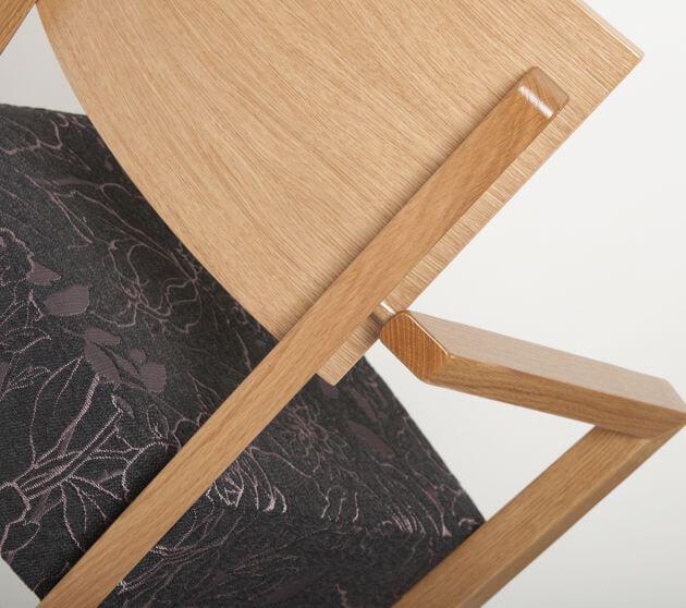 Holzstuhl Milia, Anbindung Armlehne, Rückenlehne aus Formholz