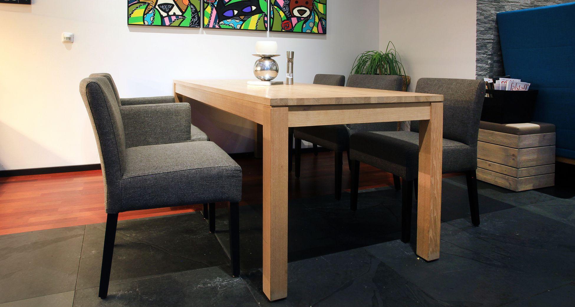 Kantinentische Vierfuß Holzgestell, Loungesessel
