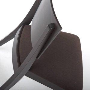 Luxor Holzstuhl schräg seitlich Detailansicht Rueckenlehne Sitzpolster stabil