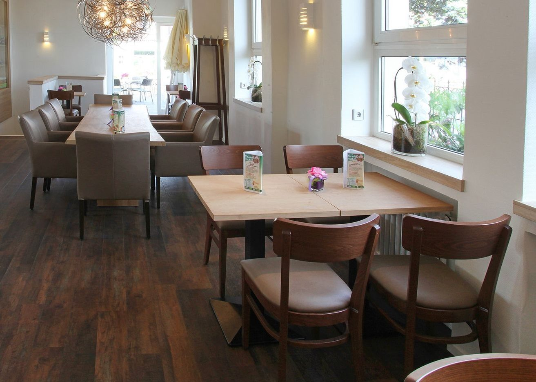 Bistrostuhl Frankfurter aus Holz, Kantinenmöbel