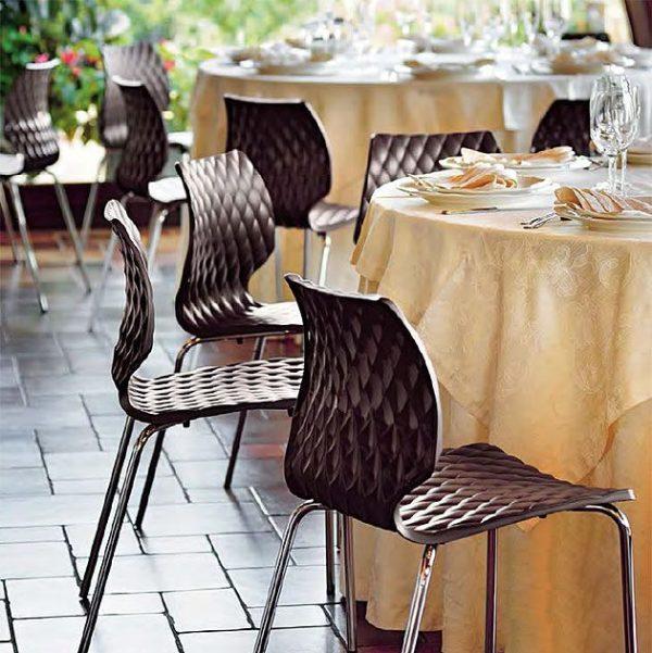 Kantinenstühle uni Kunststoffschale mocca stapelbar