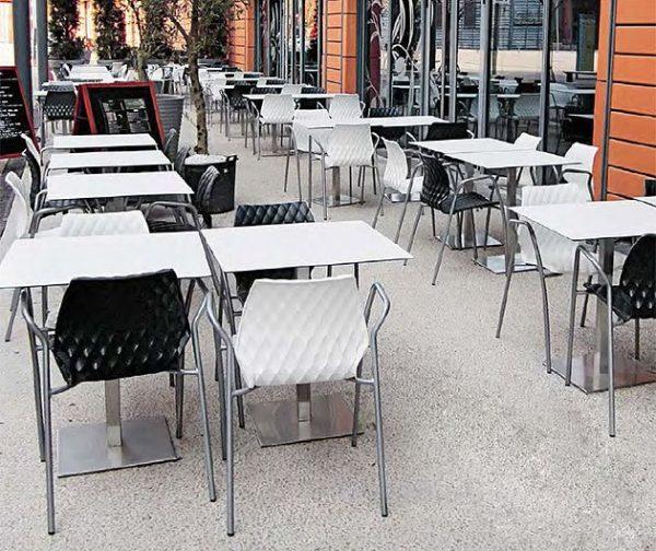 Outdoorstuhl uni Armlehnen black white Aussenbereichh Innenbereich Vierfussgestell stabil