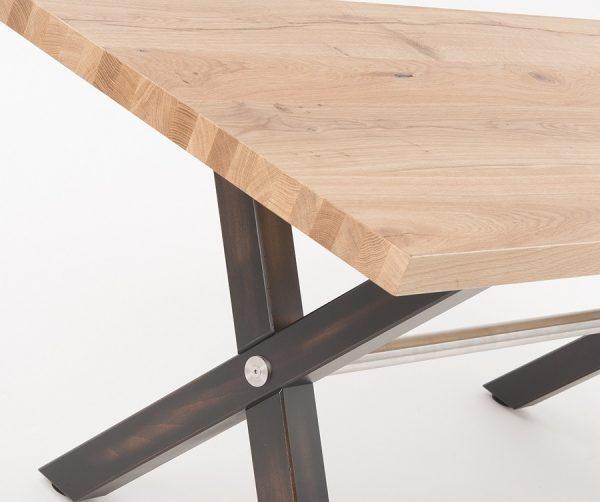 Kantinentische Holzgestell Kreuzfuss Kantinenmoebel robust Detailansicht