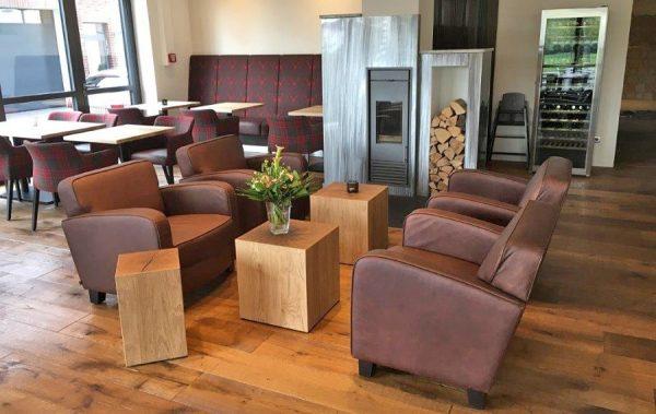 Kantinensitzhocker Loungetisch aus Holzwerkstoff mit Furnier
