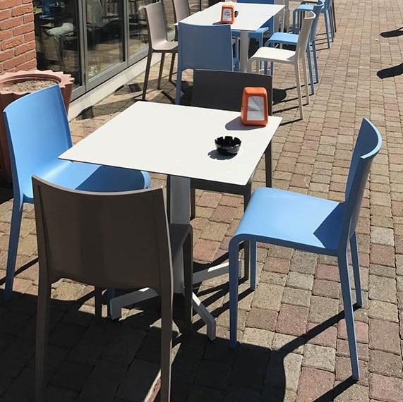 Schalenstuhl, Kunststoff, abwischbar, guter Sitzkomfort