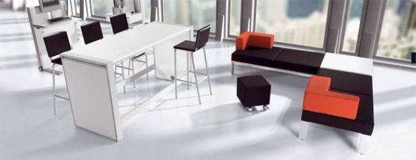 Stehtisch und Loungemöbel für Meetingpoint